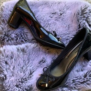 Black bow stacked heel shoes